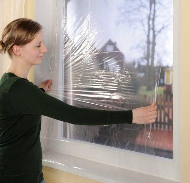 Утепляем окна полиэтиленовой пленкой